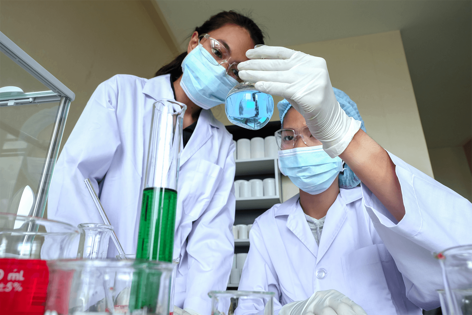 Farmacêutico - Transformando Plantas em Medicamentos.